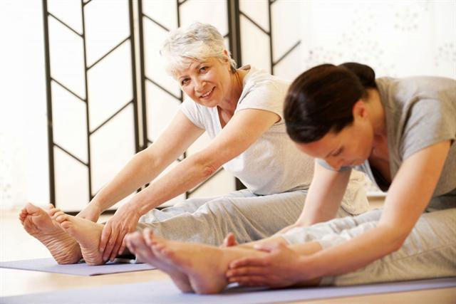 Wer unter Arthrose leidet, sollte trotzdem in Bewegung bleiben. - Foto: djd/Zeel/corbis