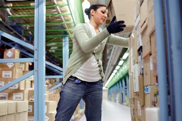 Auch Arbeitgeber und die Personen, die für den betrieblichen Arbeitsschutz Verantwortung tragen, sollten für die Entlastung der Beschäftigten sorgen. Die Präventionskampagne