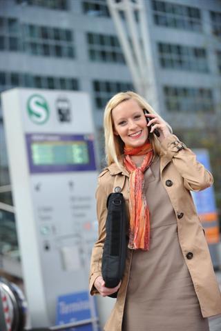 Arbeit und Freizeit vermischen sich immer mehr. Vielen Frauen geht der Dauerstress an die Substanz. - Foto: djd/medicalimage.de