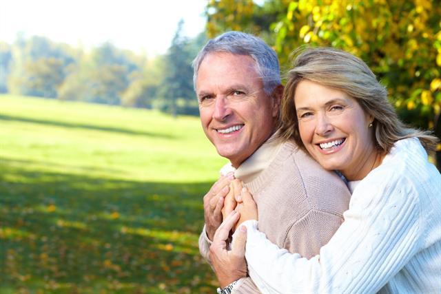 Insbesondere ältere Menschen sind von Kniegelenksarthrose betroffen. - Foto: djd/CH-Alpha-Forschung/fotolia.com/Kurhan