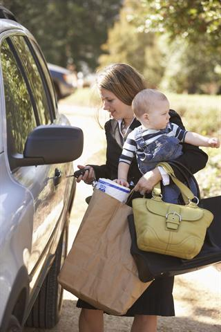 Für den Spagat zwischen Karriere und Kindern sind starke Nerven gefragt. - Foto: djd/Neurexan/Corbis