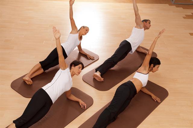 Ob Yoga, Pilates oder Rückenschule: Gemeinsam macht das Training noch mehr Spaß. - Foto: djd/Airex