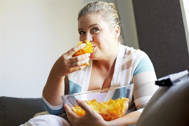 Ein häufiger - und durchaus vermeidbarer - Grund für Arthrose ist Übergewicht, es kann frühzeitig zum Verschleiß der Gelenke führen. - Foto: djd/Ergo Direkt Versicherungen