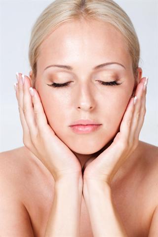 Ernährungssünden können sich am Aussehen der Haut, der Haare und der Fingernägel bemerkbar machen. - Foto: djd/Biotin Impuls-Forschung/fotolia.de/Kyrylo Grekov