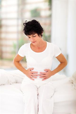 Allein in Deutschland sind etwa 15 bis 16 Millionen Menschen von chronischer Darmträgheit betroffen. Frauen haben etwa doppelt so oft wie Männer damit zu kämpfen. Schmerzen beim Stuhlgang, Völlegefühl und Blähungen gehören zu den unangenehmen Begleiterscheinungen. - Foto: djd/MykoTroph/Michael Jung