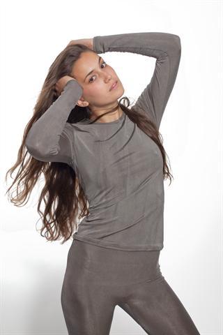 Kleidung mit therapeutischer Wirkung: 100 % versilberte Textilien wirken antibakteriell und beeinflussen das Hautbild bei Neurodermitis-Patienten positiv. - Foto: djd/www.texamed.de