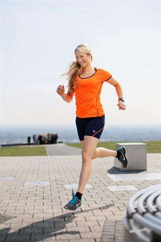 Auf gesunde Weise abnehmen und schlank bleiben: Für Laufexpertin Tabitha Bühne von Runners Point ist das nur einer von vielen Vorteilen des Laufens. - Foto: djd/Runners Point Warenhandelsgesellschaft mbH
