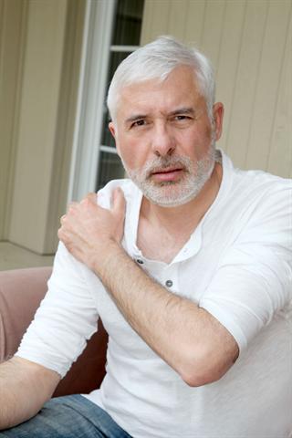 Männer sind häufiger von Gicht betroffen als Frauen. - Foto: djd/panthermedia.net