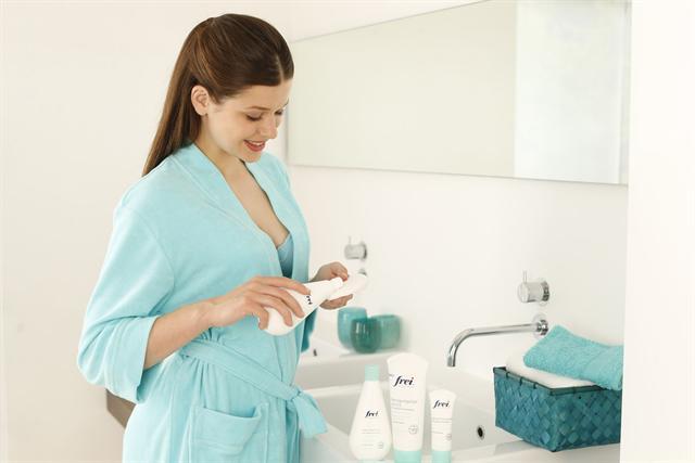 Unreine Haut profitiert von einer Systempflege, bei der Reinigung, Gesichtstonic und Creme aufeinander abgestimmt sind. - Foto: djd/frei