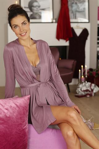 Von Schönheit können Frauen nie genug kriegen. Deshalb sind Kosmetikprodukte beliebte Weihnachtsgeschenke. - Foto: djd/frei