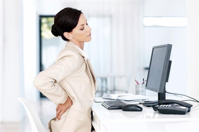 Aktuelle Studien belegen den Zusammenhang: Spannungskopfschmerzen entstehen im Rücken. - Foto: djd/Bayer HealthCare Deutschland (Aspirin)/GettyImages