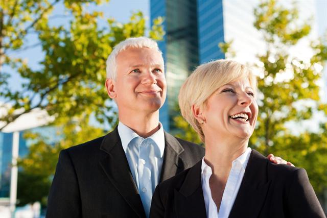 Die Wechseljahre können neue Perspektiven in Beruf und Partnerschaft eröffnen. - Foto: djd/www.wenigerhaarausfall.de/fotolia.de/Kzenon