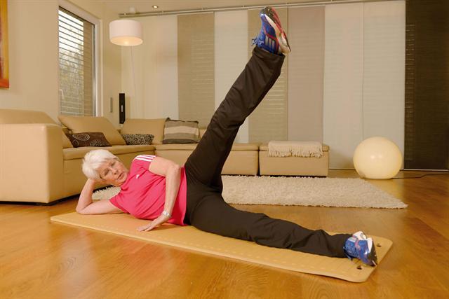 Heide Ecker-Rosendahl klärt auf: Regelmäßige körperliche Aktivität stärkt die Knochen. - Foto: djd/GSK/Amgen