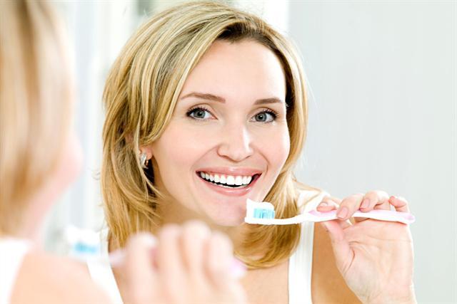 Wer gängige Zahnpflege-Regeln befolgt, kann sich über ein strahlendes Lächeln freuen. - djd/Forum Zucker/thx
