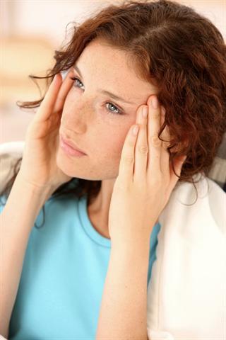 Drückende Kopfschmerzen können viele Ursachen haben und so auch auf eine Nasennebenhöhlenentzündung hinweisen. - Foto: djd/G. Pohl-Boskamp