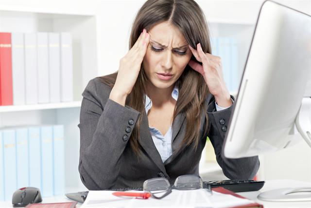 Ungefähr zwei Drittel der Menschen leiden mindestens einmal im Jahr unter einem drückenden, dumpfen Spannungskopfschmerz. - Foto: djd/Bayer HealthCare Deutschland (Aspirin®)