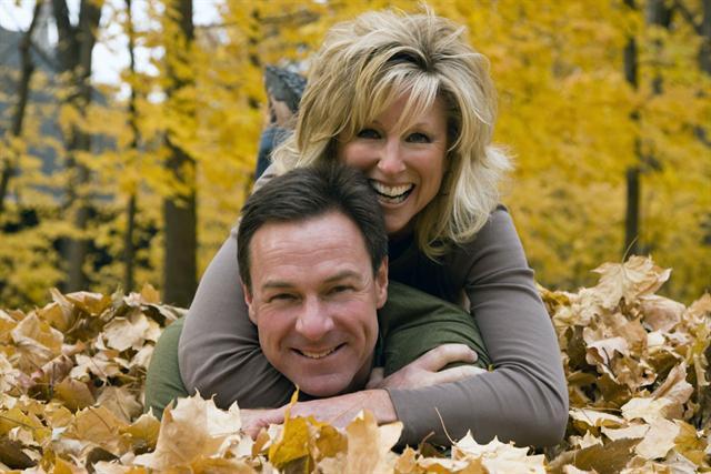 Stress behandeln: Eine stabile Partnerschaft kann ein Gegengewicht zu einem stressigen Arbeitsleben bilden. - Foto: djd/Neurexan/VstockLLC