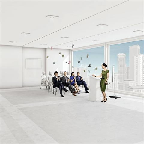 Wer bei einem Vortrag weit entfernt vom Redner sitzt, versteht trotz Hörgerät oft nicht jedes Wort. Drahtlose Minimikrofone können hier Abhilfe schaffen. - Foto: djd/Phonak