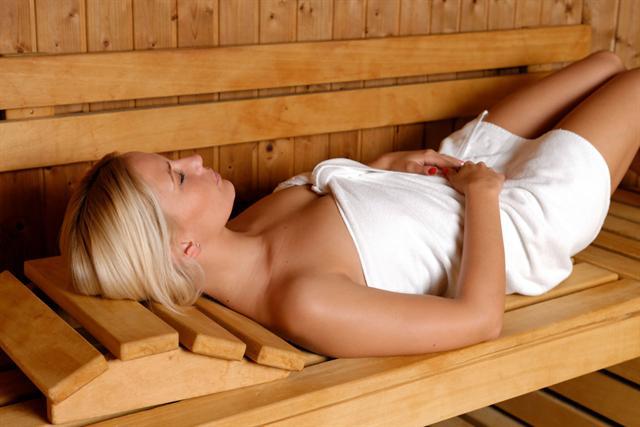 Durchblutungsfördernde Maßnahmen wie Saunabesuche können das Immunsystem stärken. - Foto: djd/G. Pohl-Boskamp/thx