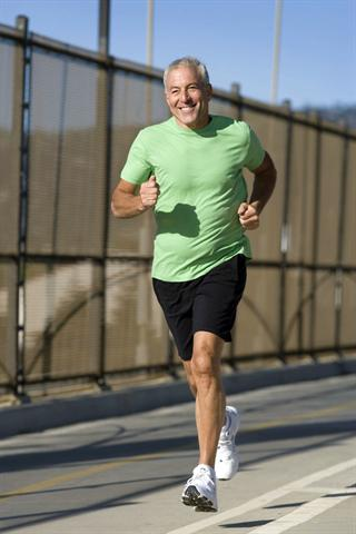 Dem Herz tut eine Änderung der Lebensweise gut: Mehr Bewegung, mehr vitalstoffreiche Kost und weniger Stress können hilfreich sein. - Foto: djd/Gesellschaft für Vitalpilzkunde e.V./corbis