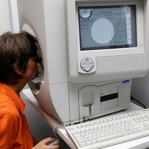 Falls der Verdacht einer Glaukomerkrankung vorliegt, gibt die sogenannte Perimetrie Aufschluss darüber, ob bereits