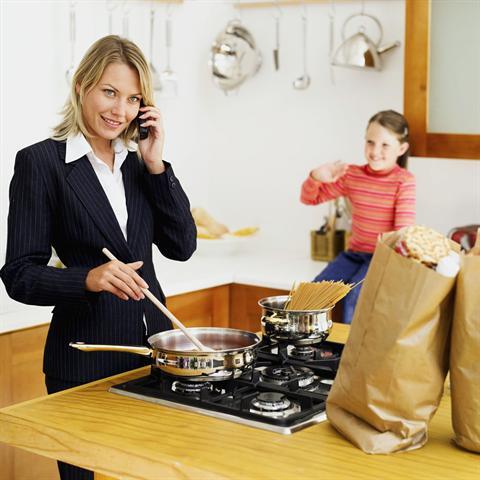 Das Abschalten zu Hause wird immer schwieriger, gerade wenn man sich dann auch noch um den Haushalt und die Kinder kümmern möchte. - Foto: djd/Dr. Loges/Stockbyte/thinkstock