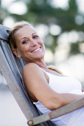 Gut aussehen, sich begehrt fühlen - das wollen Frauen so lange wie möglich. - Foto: djd/Oekolp/R.Gomez