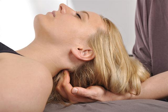 Die Schmerzklinik setzt auf eine multimodale Therapie, die schulmedizinische und naturheilkundliche Verfahren kombiniert. - Foto: djd/Schmerzklinik am Arkauwald/Dan Race - Fotolia.com
