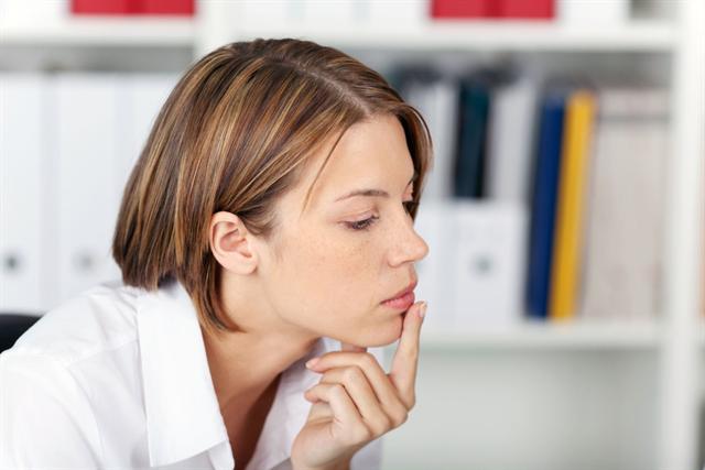 Wer stark unter Stress steht, beispielsweise im Beruf, kann öfter unter Herpesausbrüchen leiden. - Foto: djd/Lyranda/contrastwerkstatt-Fotolia.com