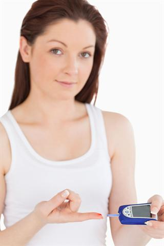 Immer mehr Menschen entwickeln im Laufe ihres Lebens Krankheiten, die auf den bequemen Lebensstil zurückzuführen sind, wie beispielsweise Störungen des Zuckerstoffwechsels: Diabetes. - Foto: djd/panthermedia/Wavebreakmedia ltd