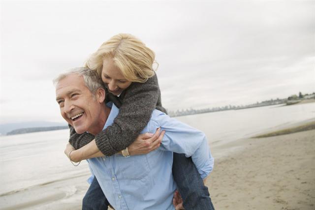 Wer im Alter fit und gesund bleiben will, sollte sich vor Arteriosklerose schützen. Regelmäßige Bewegung trägt viel dazu bei. - Foto: djd/MSD/Corbis