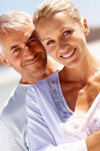 Rasche Linderung bei Brustbeschwerden kann beispielsweise ein kühlendes Gel mit natürlichem Progesteron bieten, das auf die schmerzenden Stellen aufgetragen wird. - Foto: djd/Progestogel/thx