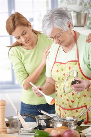 Leckere Gerichte kochen und genießen - auch für Diabetiker kein Wunschtraum, sondern ganz normal. - Foto: djd/MSD/nyul/Fotolia