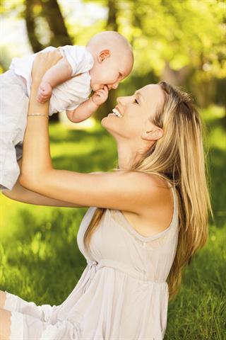 Frauen in Deutschland bekommen immer später Kinder. Mittlerweile liegt das Durchschnittsalter für die Geburt des ersten Babys schon bei 29 Jahren. - Foto: djd/MSD/Photolyric/Getty Images