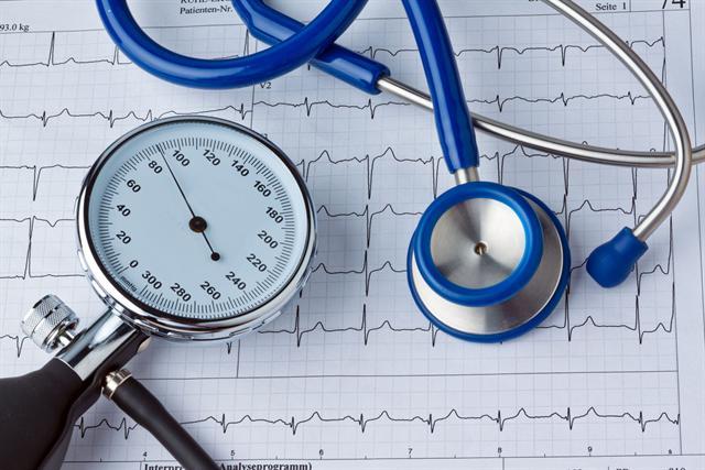 Hoher Blutdruck kann durch einen Magnesiummangel noch gesteigert werden. Wer diesen Mangel ausgleicht, kann nicht nur seinen Blutdruck, sondern auch sein Risiko für Herz-Kreislauf-Erkrankungen senken. - Foto: djd/Wörwag Pharma/Colourbox