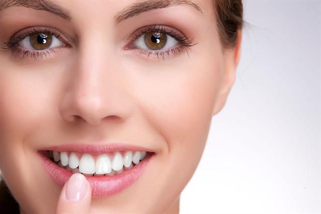 Gesunde, weiße Zähne sind wichtiger Bestandteil eines attraktiven Auftretens. - Foto: djd/iWhite Instant