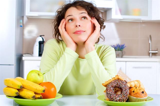 Donuts und Cupcake adé - der Verzicht auf Zwischenmahlzeiten macht das Abnehmen leichter. - Foto: djd/panthermedia.net