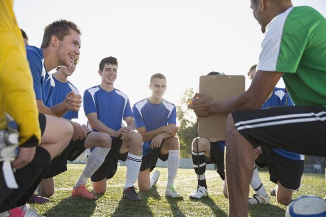 Für Teamplayer ist gutes Hören besonders wichtig. - Foto: djd/FGH/Corbis
