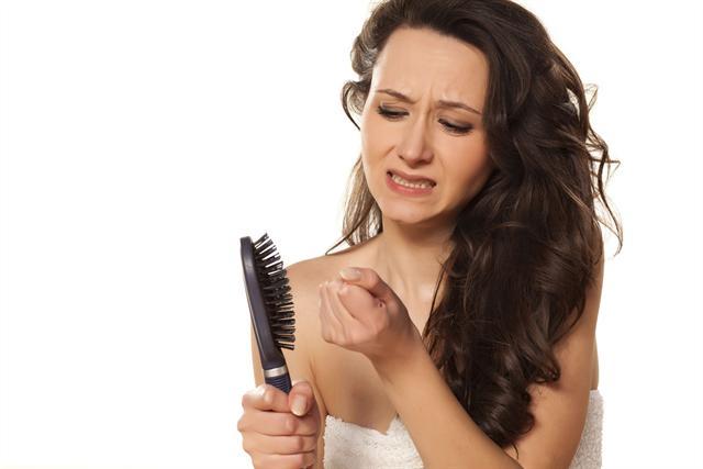 Haarausfall ist für die meisten Frauen mehr als ein Beauty-Problem. - Foto: djd/www.wenigerhaarausfall.de