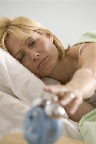 Der Wecker klingelt und man hat das Gefühl, noch kein Auge zugetan zu haben: Ein- und Durchschlafstörungen sind weit verbreitet. Besonders Frauen leiden darunter. - Foto: djd/Neurexan/T. Grill