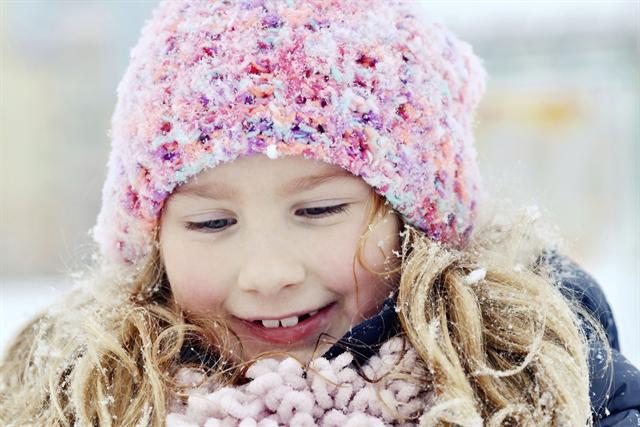 Läuse können sich in die Kopfbedeckung von Kindern verirren - und wandern dann beim Mützentausch von Kopf zu Kopf. - Foto: djd/G. Pohl-Boskamp/thx