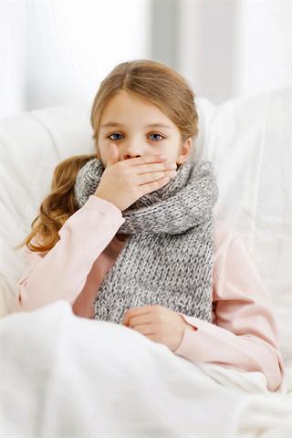 Nächtliche Hustenanfälle bei Kindern können für die ganze Familie die Nacht zum Tag werden lassen. - Foto: djd/Bronchobini/thx