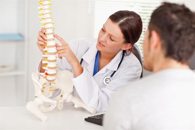 Rund 77 Prozent der Deutschen haben Probleme mit dem Rücken - Bewegung ist die beste Prävention gegen die Schmerzen im Kreuz. - Foto: djd/IKK classic/thx