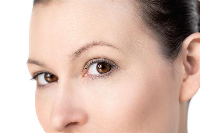 Aufgrund der altersbedingten Verringerung der körpereigenen Kollagenproduktion verliert die Haut an Elastizität. - Foto: djd/Elasten-Forschung