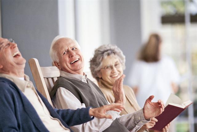 Eine Hörminderung wird häufig noch immer lange Zeit ignoriert. - Foto: djd/Geers/thx