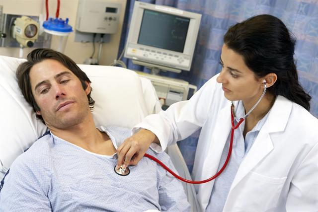 Wenn das Herz stolpert oder rast, kann neben vielen anderen Ursachen auch ein Magnesiummangel als Ursache dahinterstecken. - Foto: djd/Wörwag Pharma