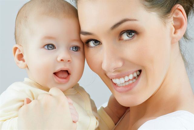 preval Lipol ist sehr gut verträglich und damit auch für die Anwendung im Gesicht und die Pflege empfindlicher Babyhaut geeignet. - Foto: djd/preval Dermatica GmbH
