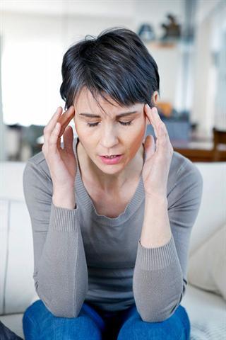 Chronischer Stress und unbearbeitete Konflikte begünstigen das Auftreten von Spannungskopfschmerz, dem man möglichst nebenwirkungsfrei und nachhaltig begegnen sollte. - Foto: djd/vitalpilze.de/B. Boissonnet