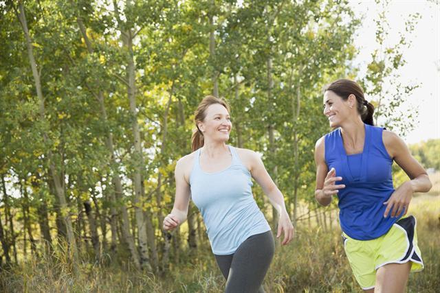 Der Frühling ist die ideale Zeit, den träge gewordenen Stoffwechsel mit Bewegung in Schwung zu bringen. - Foto: djd/Cefamagar/Corbis