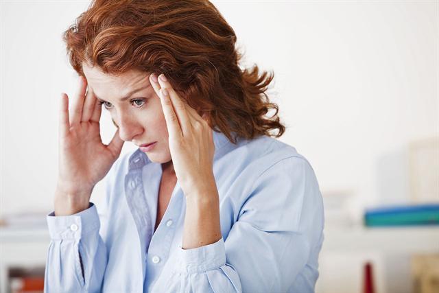 Diagnose: Migräne. Frauen sind deutlich häufiger betroffen als Männer. - Foto: djd/Petasites Petadolex/Image Point Fr